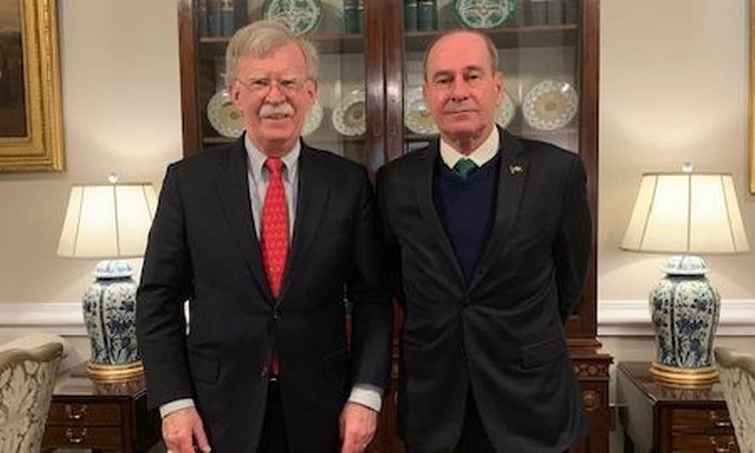 O conselheiro de Segurança Nacional americano, John Bolton, e o ministro da Defesa do Brasil, Fernando Azevedo Foto: Reprodução do Twitter