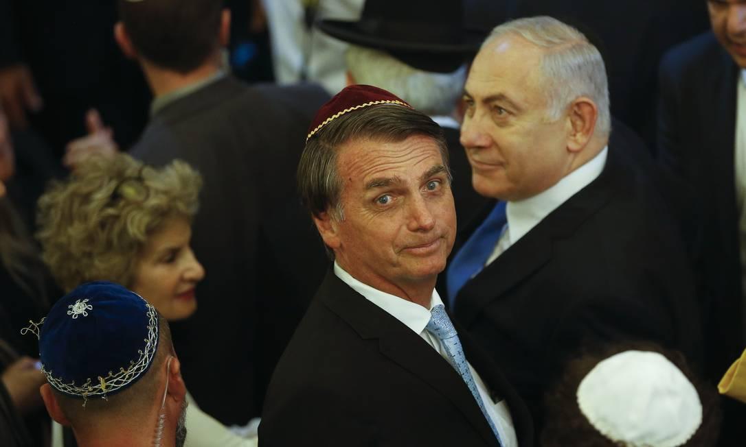 Jair Bolsonaro, então presidente eleito, recebe primeiro-ministro de Israel, Benjamin Netanyahu, em sinagoga em Copacabana, no Rio de Janeiro Foto: Fernando Frazão / Agência O Globo