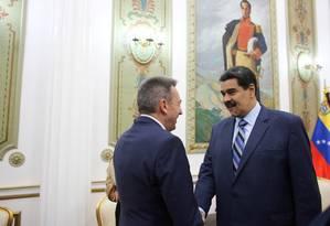Presidente venezuelano recebe Peter Maurer, presidente do Comitê Internacional da Cruz Vermelha Foto: HANDOUT / REUTERS