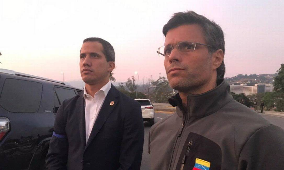 Os líderes da oposição Juan Guaidó e Leopoldo López em foto tirada na manhã desta terça-feira em Caracas Foto: Reprodução do Twitter