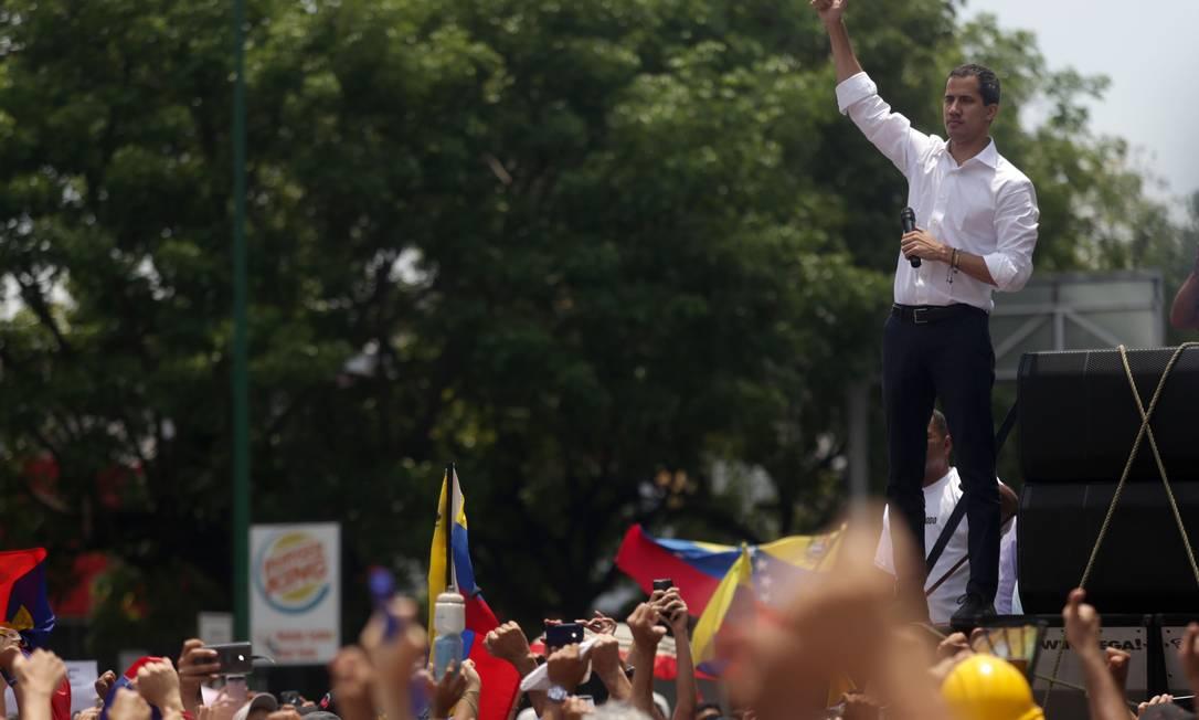 Guaidó reapareceu em ato do 1º de Maio, apesar da promessa de Maduro de que os que tentaram depô-lo enfrentariam a Justiça Foto: CRISTIAN HERNANDEZ / AFP