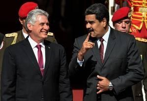 Os presidentes de Cuba, Miguel Diaz-Canel, e da Venezuela, Nicolás Maduro, durante um encontro no Palácio de Miraflores, em Caracas, em maio de 2018 Foto: JUAN BARRETO / AFP