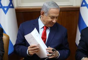 Netanyahu conduz reunião semanal em seu gabinete Foto: GALI TIBBON / AFP
