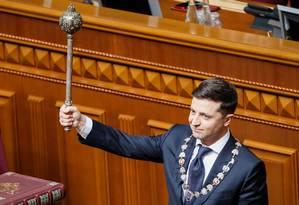 Volodymyr Zelenskiy faz juramento durante cerimônia de posse no Parlamento da Ucrânia em Kiev Foto: VALENTYN OGIRENKO / REUTERS