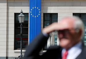 Bandeira da União Europeia perto do Portão de Bradenburgo, em Berlim, na última terça-feira Foto: FABRIZIO BENSCH / REUTERS