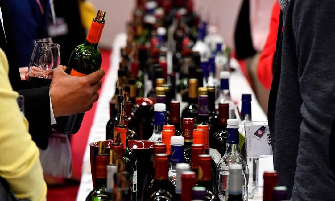 Feira de vinhos em Bordeaux; abertura do mercado do Mercosul a vinhos europeus é um dos pontos pendentes Foto: GEORGES GOBET / AFP 13-5-19
