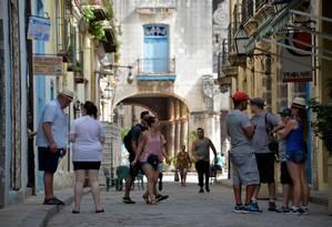Turistas visitam Havana em foto tirada em agosto de 2018 Foto: YAMIL LAGE / AFP 10-8-2018
