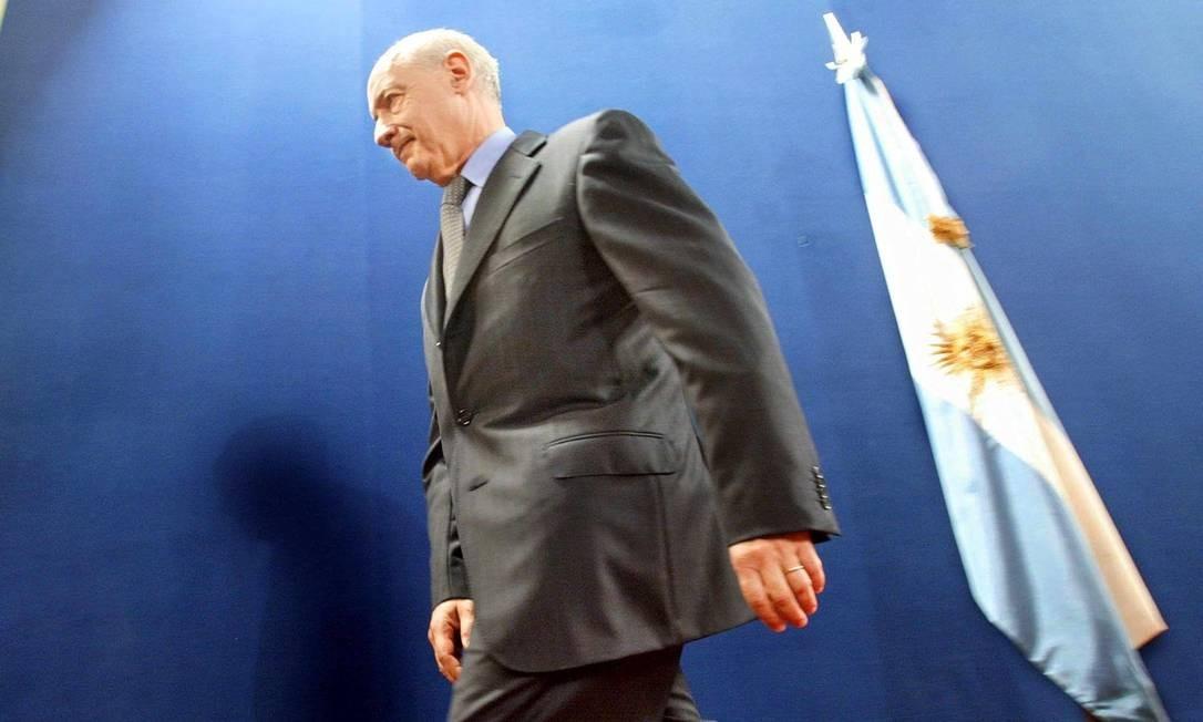 Lavagna foi o ministro da Economia que no início dos anos 2000 administrou a crise provocada pelo fim da dolarização Foto: Daniel Garcia / AFP/20-4-2002