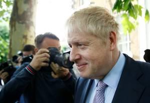 Candidato a líder do Partido Conservador britânico, Boris Johnson deixa a sua casa em Londress Foto: HENRY NICHOLLS / REUTERS 18-6-19