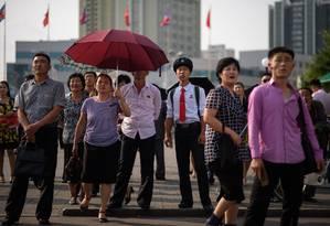 Chineses assistem em praça de Pequim à transmissão da visita de Xi à Coreia do Norte; guerra comercial virou assunto do dia a dia Foto: ED JONES / AFP/21-6-2019