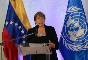A alta comissária dos Direitos Humanos da ONU, Michelle Bachelet, em uma entrevista coletiva em Caracas na noite desta sexta-feira Foto: CRISTIAN HERNANDEZ / AFP 21-6-19