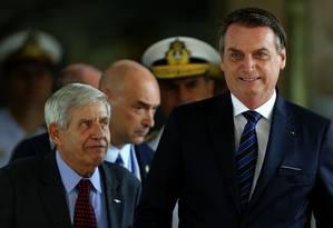 Augusto Heleno com Bolsonaro em Brasília: ministro integra comitiva na cúpula do G-20 Foto: Jorge William / Agência O Globo/29-5-2019