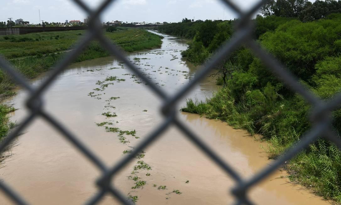 Rio Grande — Rio Bravo para os mexicanos — que faz parte da rota dos imigrantes que buscam chegar aos EUA pelo México Foto: LOREN ELLIOTT / REUTERS