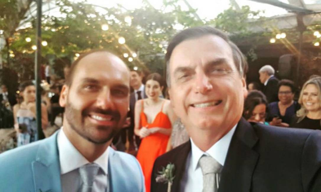 Em transmissão ao vivo, o presidente também criticou adversários políticos Foto: Reprodução/ Twitter / Agência O Globo