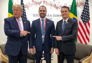 Donald Trump, Eduardo Bolsonaro e Jair Bolsonaro durante a cúpula do G-20 no Japão. Foto: Reprodução/ Twitter