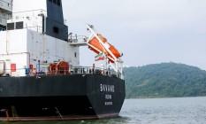 O navio iraniano Bavand, fretado por uma empresa brasileira para a exportação de milho Foto: João Andrade / Reuters