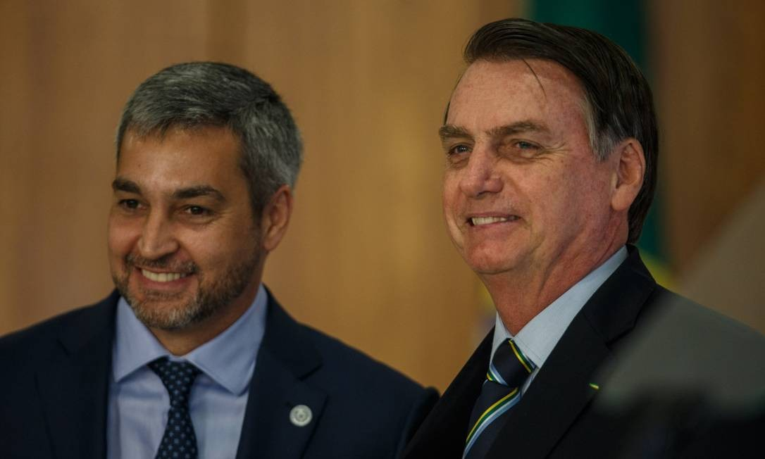 O presidente Jair Bolsonaro e o presidente do Paraguai, Mario Abdo Benitez, na manhã de no Palácio do Planalto Foto: Daniel Marenco / Agência O Globo
