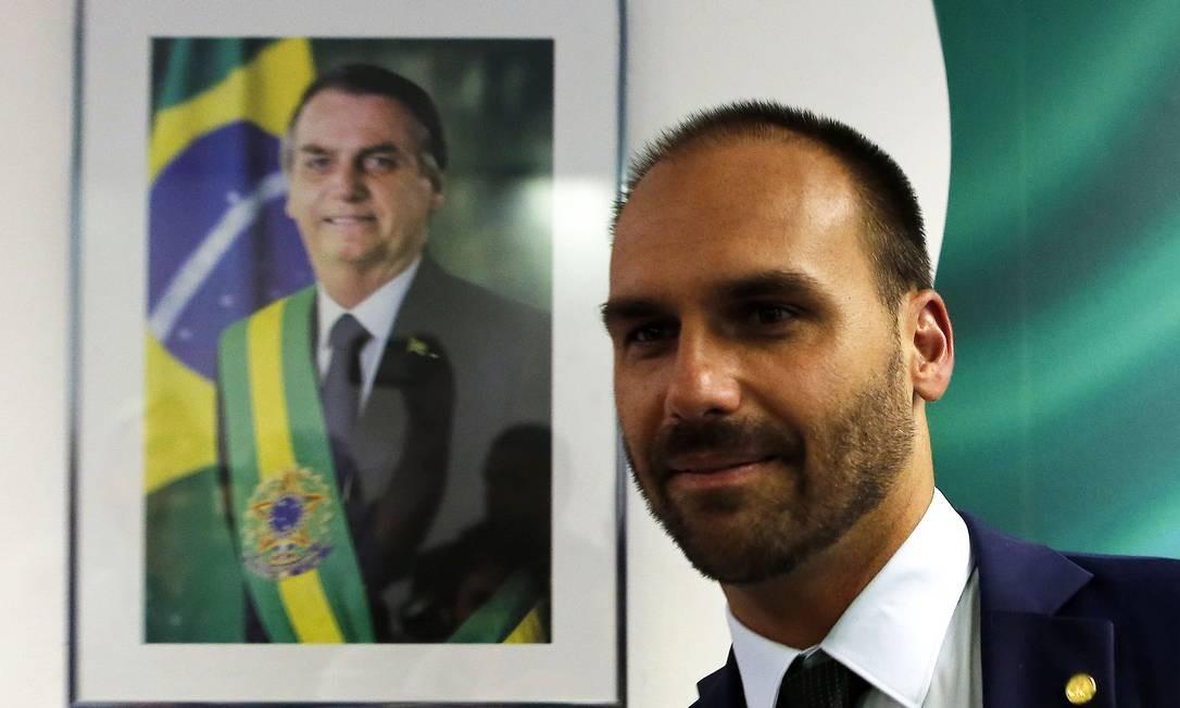 O deputado Eduardo Bolsonaro tem visitado gabinetes de senadores em campanha para aprovação de seu nome Foto: Jorge William / Jorge William