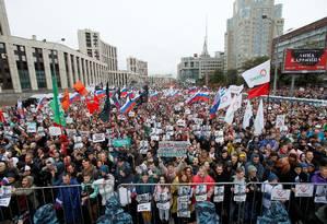Manifestação exige que autoridades permitam candidatura de candidatos da oposição na próxima eleição local em Moscou Foto: MAXIM SHEMETOV / REUTERS