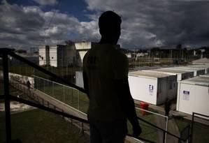 """""""Juan"""", desertor de um serviço de inteligência de Maduro, fugiu e está em abrigo em Pacaraima, na fronteira com a Venezuela Foto: Daniel Marenco / Agência O Globo"""