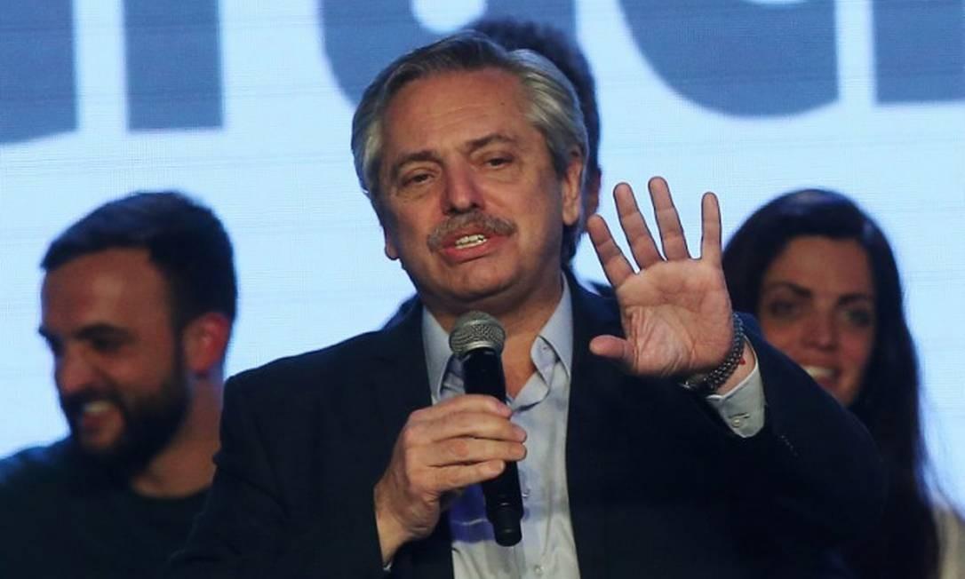 O candidato presidencial argentino Alberto Fernández discursa após resultado das primárias em Buenos Aires Foto: AGUSTIN MARCARIAN / REUTERS 11-8-19