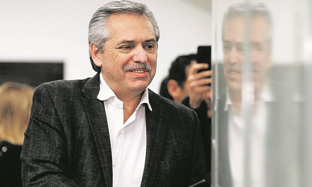 Fernández acenou ao ex-ministro Lavagna, um economista de prestígio, mas ainda é pouco claro sobre seu programa econômico Foto: Reuters / AGUSTIN MARCARIAN