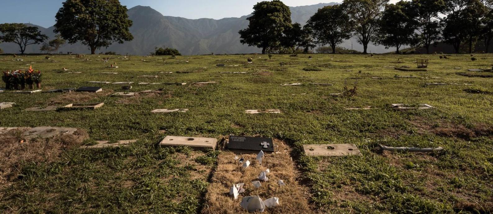 O túmulo de Rafael Acosta, capitão da Marinha morto sob custódia, em Caracas Foto: ADRIANA LOUREIRO FERNANDEZ / NYT 29-7-19