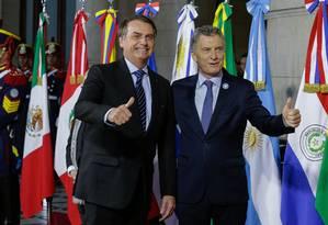 Bolsonaro com o colega Mauricio Macri na cúpula do Mercosul em Santa Fé, na Argentina, em julho Foto: Isac Nobrega / Agência O Globo