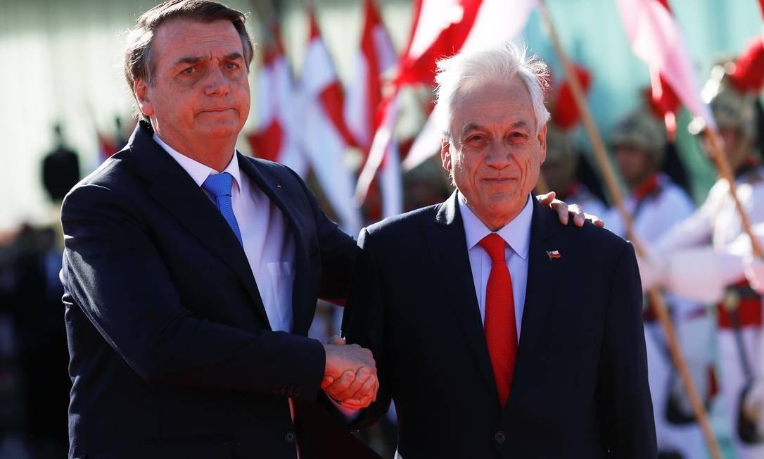 Bolsonaro recebe o colega chileno Sebastian Piñera, que se reuniu com Macron na cúpula do G7 Foto: ADRIANO MACHADO / REUTERS