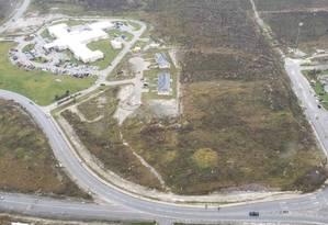 Imagem aérea cedida pela guarda costeira americana, enquanto transferiam de helicóptero pacientes em estado grave da Ilha de Ábaco para Nassau Foto: HO / AFP