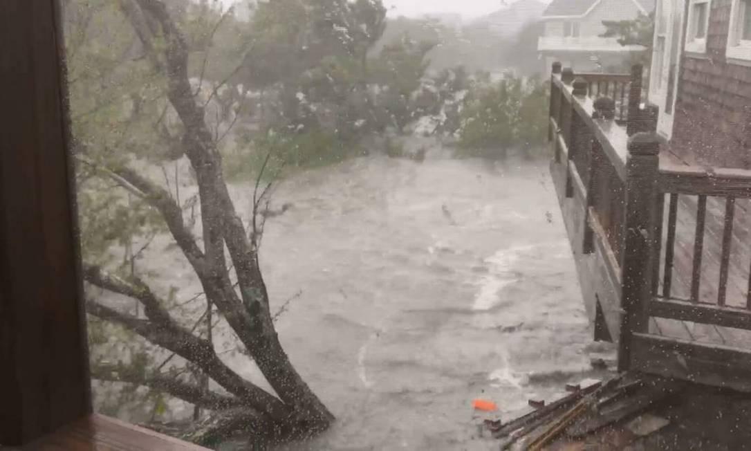 Inundação da Ilha de Ocracoke após chegada do Dorian. Foto: ANN WARNER / ANN WARNER