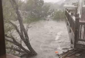 Inundação na Ilha de Ocracoke após chegada do Dorian. Foto: ANN WARNER / Reuters