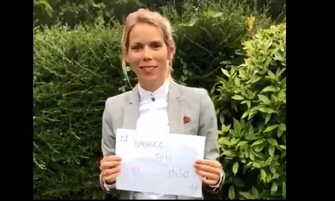 TiphaineAuzière, filha da primeira-dama da França, BrigitteMacron, em imagem do vídeo publicado no Twitter em que convocou seguidores a lutarem contra a misoginia Foto: Reproção/Twitter