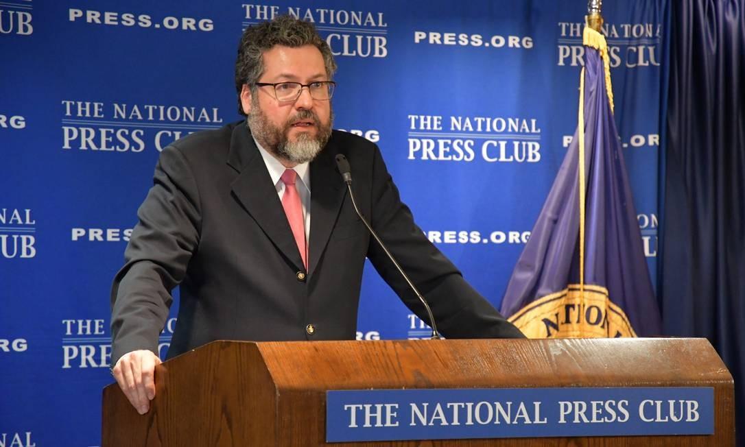 O ministro das Relações Exteriores Ernesto Araújo conversa com a imprensa em Washington Foto: Rafael Beltrami/Ministério das Relações Exteriores