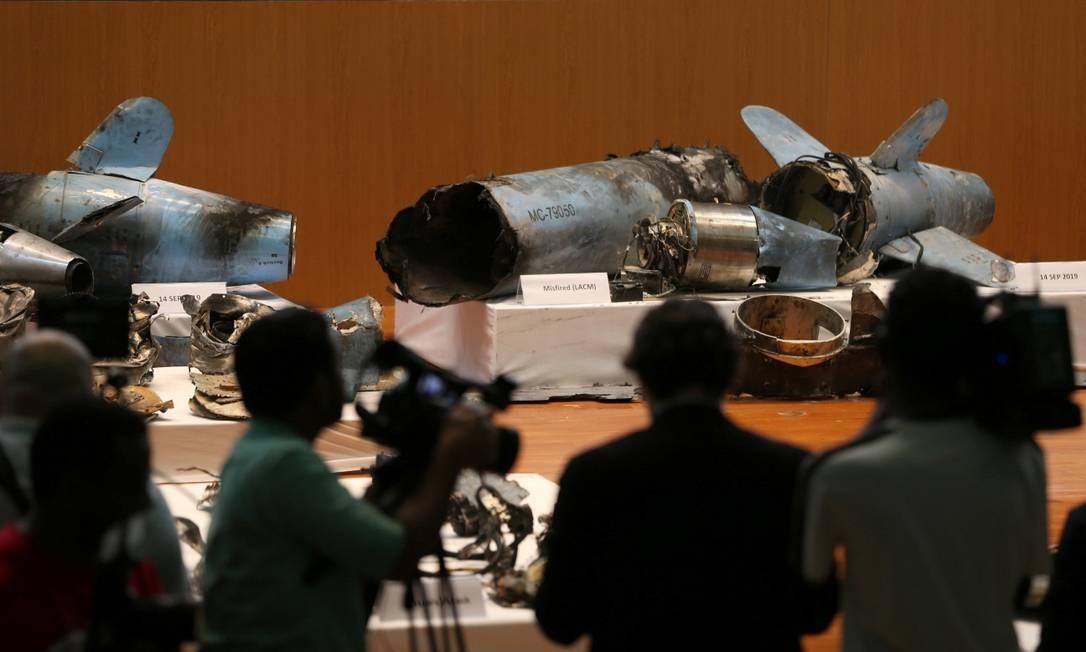 Restos dos mísseis que foram usados nos ataques às instalações petrolíferas são apresentados durante entrevista coletiva em Riad Foto: HAMAD I MOHAMMED / REUTERS 18-9-19