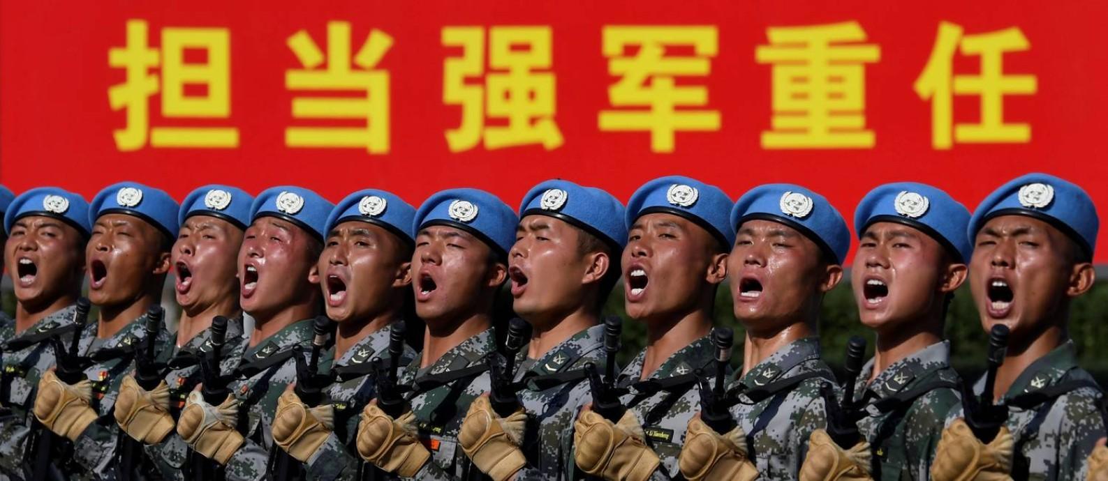 Militares chineses ensaiam para o desfile que na terça-feira, 1º de outubro, celebrará os 70 anos da proclamação da República Popular da China Foto: Naohiko Hatta / REUTERS