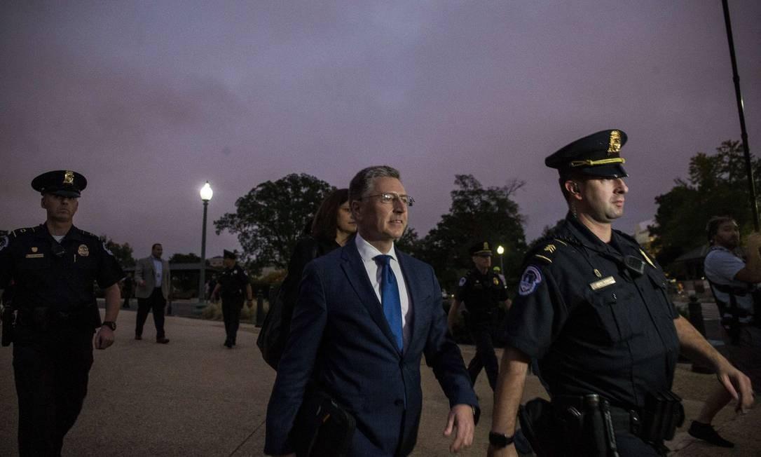 O ex-enviado especial para a Ucrânia deixa o Congresso após depor sobre Trump Foto: Zach Gibson / AFP 3-10-19