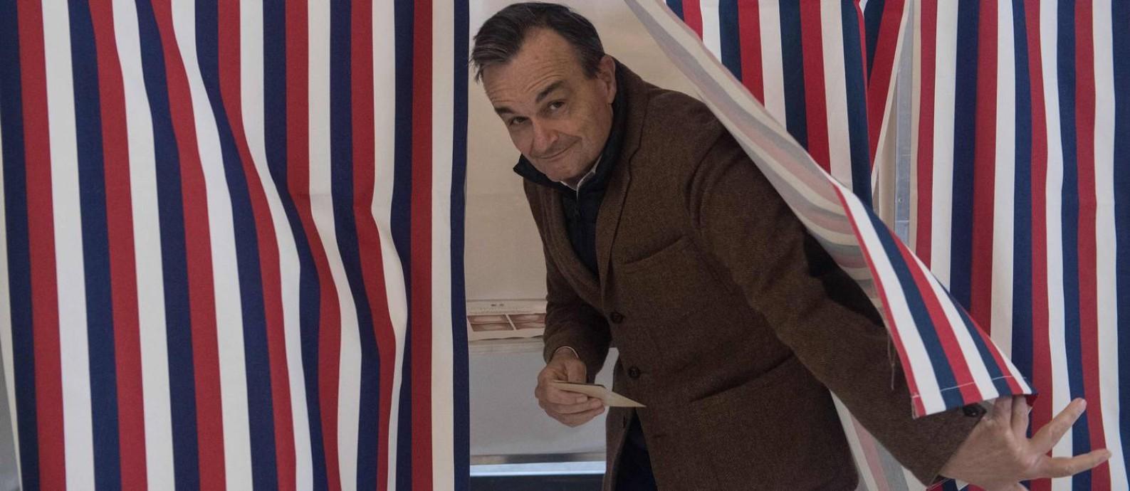 """Araud vota na eleição francesa de 2017. """"Quando o Reino Unido negociar um acordo de livre comércio com os EUA, haverá sangue britânico nos muros"""", diz ele Foto: NICHOLAS KAMM / AFP/6-5-2019"""