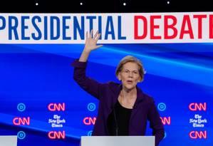 A senadora Elizabeth Warren fala durante o quarte debate das primárias democratas em Westerville, Ohio Foto: Shannon Stapleton / REUTERS