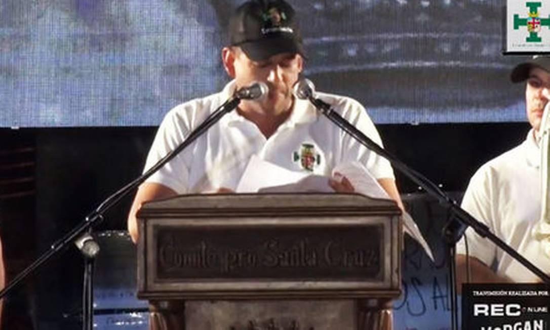 O líder do Comitê Cívico em Santa Cruz, Luiz Fernando Camacho, em comício na noite desta segunda-feira Foto: Reprodução