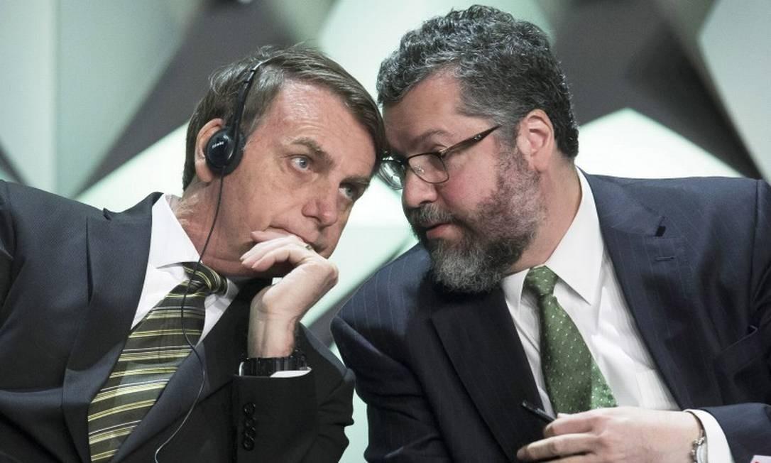 O presidente Jair Bolsonaro e o chanceler Ernesto Araújo no Fórum de Investimentos no WTC Foto: Edilson Dantas / Agência O Globo