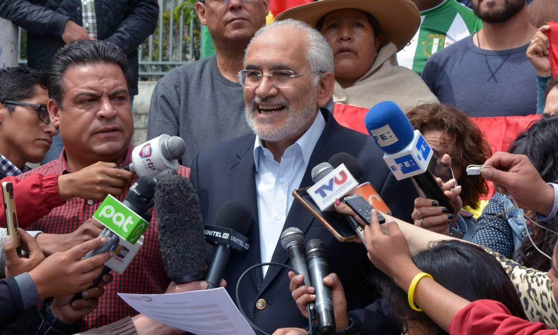 Carlos Mesa, que ficou em segundo lugar no pleito do ano passado, e é o principal candidato opositor Foto: AIZAR RALDES / AFP