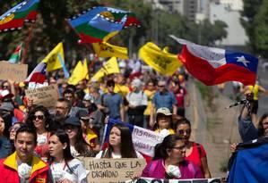 Manifestantes protestam contra o governo de Sebastián Piñera nesta terça-feira em Santiago Foto: CLAUDIO REYES / AFP 12-11-19