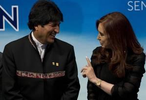 O ex-presidente da Bolívia, Evo Morales, e a vice-presidente eleita da Argentina Cristina Kirchner Foto: Pablo Porciuncula / AFP 12-7-13