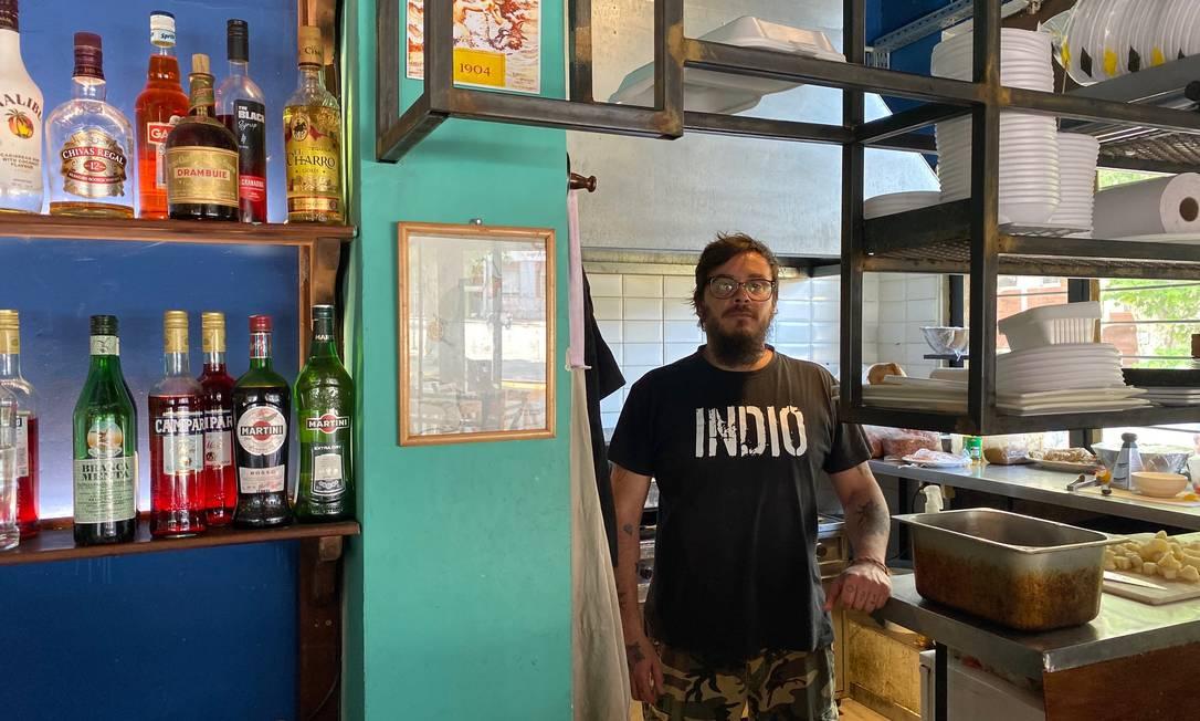 Funcionário de um restaurante em Palermo, centro da vida noturna de Montevidéu, Maximiliano Güida vota na Frente Ampla Foto: Danilo Thomaz / Agência O Globo