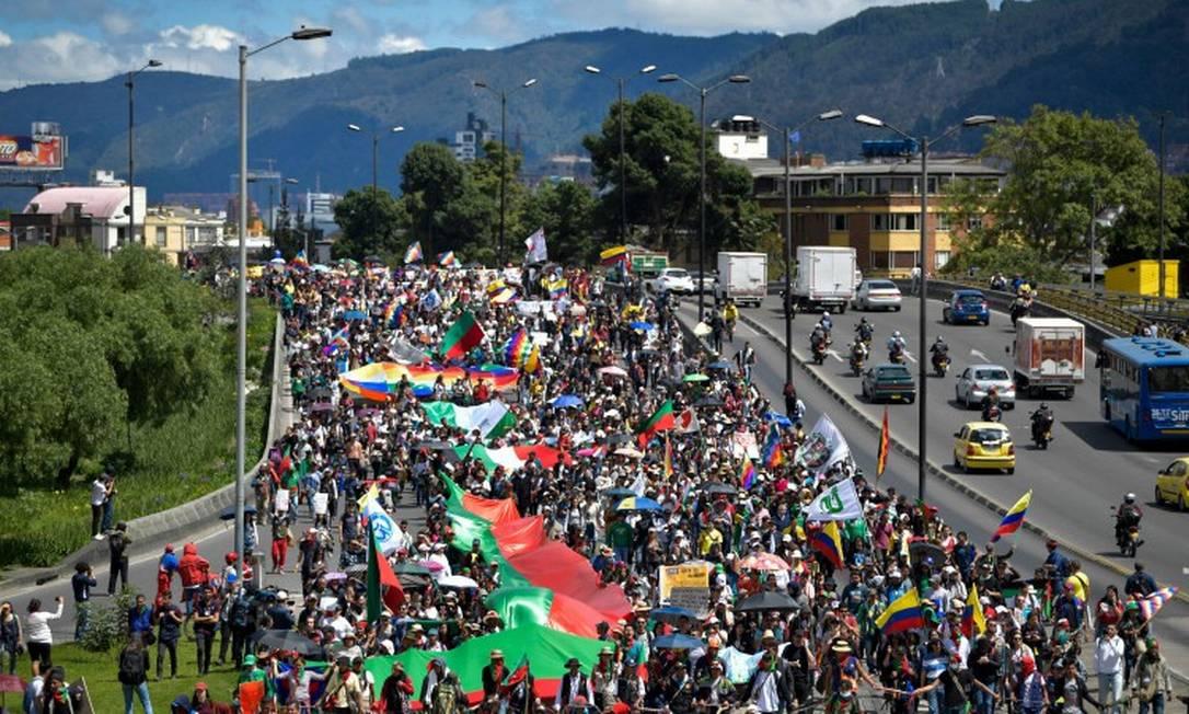 Estudantes e índios participam de protesto contra o presidente da Colômbia Iván DuqueEstudantes e índios participam de protesto contra o presidente da Colômbia Iván Duque Foto: RAUL ARBOLEDA / AFP