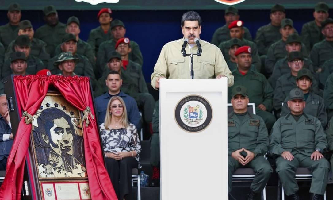 Maduro afirmou que o grupo, detido no Brasil na última quinta-feira, conduziu a ação contra a unidade militar Foto: ZURIMAR CAMPOS / AFP
