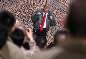 O presidente dos Estados Unidos, Donald Trump, em uma visita à base de Al Asad Foto: Jonathan Ernst / REUTERS