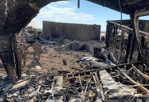 Destroços na base de Ain-al-Asad, atacada pelo Irã Foto: AYMAN HENNA / AFP