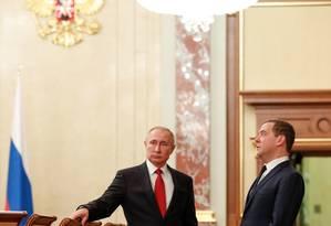 Putin e Medvedev, que anunciou sua renúncia nesta quarta-feira Foto: DMITRY ASTAKHOV / AFP
